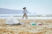 해변, 바다, 파도 (바다), 여행, 햇빛 (빛효과), 맑은하늘 (하늘), 정리 (움직이는활동), 쓰레기 (물체묘사), 환경보호