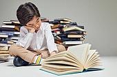 어린이 (나이), 교육 (주제), 공부, 학습격차 (사회이슈), 피로 (물체묘사), 스트레스, 번아웃증후군 (격언), 조기교육