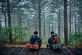 남성, 두명 (사람의수), 산, 여행, 하이킹 (아웃도어), 하이킹, 우비, 아웃도어, 앉기 (몸의 자세), 휴식