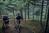 산악자전거타기 (사이클링), 성인 (나이), 남성, 도전 (컨셉), 아웃도어, 활동적인생활, 여행, 배낭여행자 (여행하기), 함께함 (컨셉)