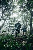 산악자전거타기 (사이클링), 성인 (나이), 남성, 도전 (컨셉), 아웃도어, 활동적인생활, 여행, 배낭여행자 (여행하기), 함께함 (컨셉), 풍경 (컨셉)