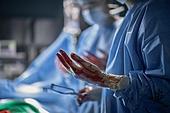 치료 (사건), 환자, 출혈, 질병 (건강이상), 상처 (상해), 수술 (치료), 수술실, 수술도구 (의료기기), 의사, 병원 (의료시설)