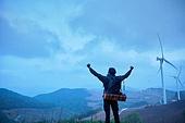 고원 (지세), 백패커 (여행하기), 여행자 (역할), 하이킹 (아웃도어), 혼자여행 (여행), 뒷모습, 결의 (컨셉), 팔벌리기, 성취 (성공)