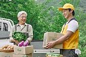 배달 (일), 냉장배송 (배달), 상자 (용기), 채소, 농업 (주제), 농부 (농촌직업), 농작물, 산지직송, 트럭 (육상교통수단), 택배배달부 (배달부)