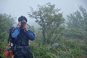 남성 (성별), 오솔길 (보행로), 산림, 여행, 백패커 (여행하기), 하이킹 (아웃도어), 사진작가 (창조적직업), 촬영