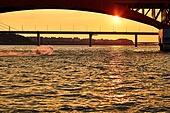 태양, 햇빛 (빛효과), 땅거미 (여명), 확트임 (풍경), 아우라, 한강 (강), 레저활동 (활동), 수상스키 (수상스포츠)