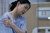 간호사, 간호사태움 (사회이슈), 간병인 (의료계종사자), 직장내괴롭힘 (괴롭힘), 갑질, 피로 (물체묘사), 스트레스 (컨셉), 우울, 고통 (컨셉), 어깨통증