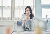 여성, 고통 (컨셉), 질병 (건강이상), 마스크 (방호용품), 감기 (질병), 자가격리