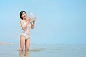 의료성형뷰티 (주제), 뷰티, 비키니, 수영복, 여름, 여행, 해변 (해안), 휴가 (주제), 여성 (성별), 비치볼 (부풀림)