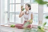 여성, 실내, 건강한생활 (주제), 건강관리 (주제), 운동, 다이어트, 웰빙, 건강식, 채식, 채식주의 (채식), 비건