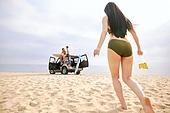해변, 여행, 휴가, 자유 (컨셉), 뒷모습, 여성, 걷기 (물리적활동), 비치웨어 (옷)