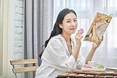 여성, 커피브레이크 (휴식), 마카롱, 잡지