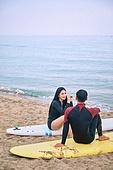 커플 (인간관계), 바다, 해변, 여름, 휴가, 서핑, 미소, 대화