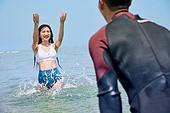 커플 (인간관계), 바다, 해변, 여름, 휴가, 물장구, 스플래싱 (움직이는활동)