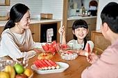 여름, 과일 (음식), 열대과일, 프레시 (컨셉), 화채, 가족, 함께함 (컨셉), 즐거움 (컨셉), 여가 (주제), 사랑 (컨셉)