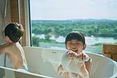 어린이 (나이), 목욕 (씻기), 욕조, 순수, 거품목욕, 즐거움 (컨셉), 웃음 (얼굴표정), 라이프스타일 (주제)