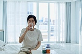 약, 1회복용량 (물체묘사), 진통제, 약먹기 (약), 음용수 (물), 마시기 (입사용)