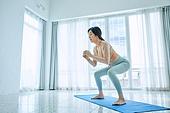중년여자 (성인여자), 건강한생활, 요가, 스트레칭, 액티브시니어, 유연성, 활력, 홈트레이닝 (운동), 스쿼트