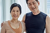 부부, 중년커플 (커플), 미소, 밝은표정, 홈트레이닝 (운동)