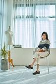 중년여자 (성인여자), 패션 (주제), 자신감, 사무실, 미소