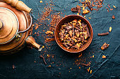 Rubia tinctorum in herbal medicine