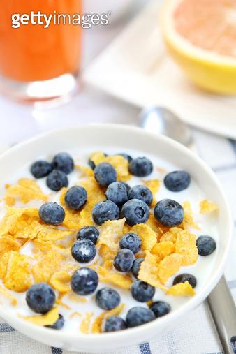 breakfast - cereal and grapefruit