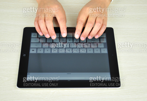 hands using iPad 4