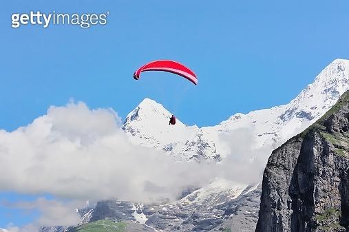 paraglider above the jungfrau scenic area 02