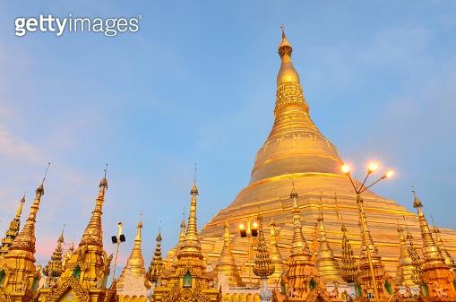 Myanmar, Rangun, Shwedagon-Pagode in the evening