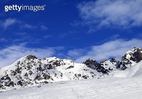 Off-pistei slope at sun winter day