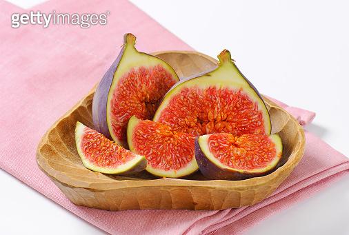 fresh sliced figs