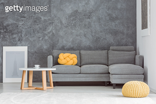 Living room with contrast walls