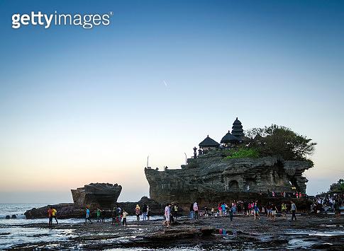 pura tanah lot hindu temple sunset backlight silhouette in bali indonesia