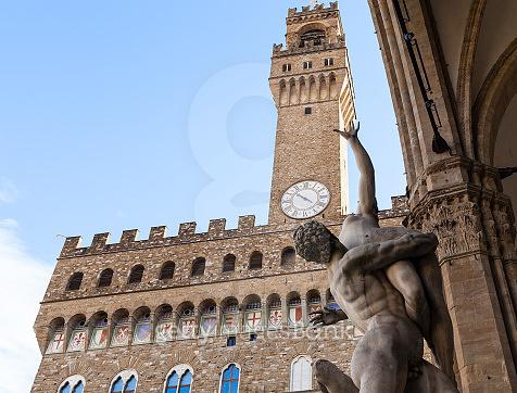 sculpture Rape of Sabine Women and Palazzo Vecchio