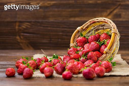 strawberries in basket, strawberry basket, strawberries on wooden table, strawberries on a brown background, basket with strawberries, strawberries in natural background