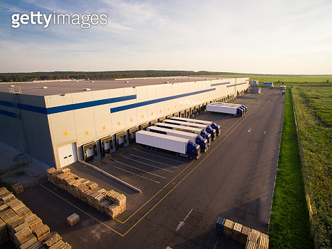distribution warehouse with trucks of different capacity