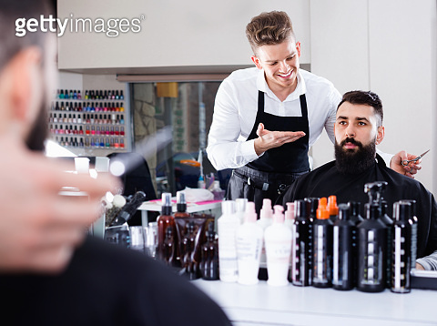 Client making specifications about haircut