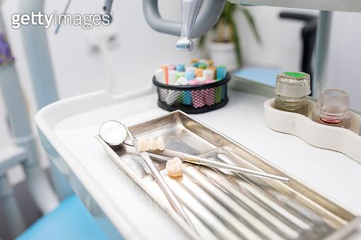 Dentist's work tools