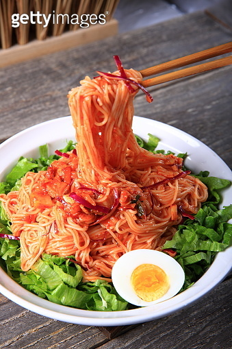 Spicy mixed noodles (Bibim-guksu:비빔국수)