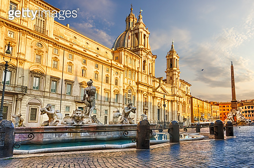 Piazza Navona in Rome at sunset