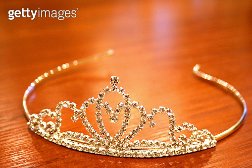 Crown miss contes