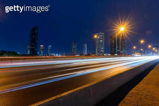 blur light of traffic under hold of street walk way