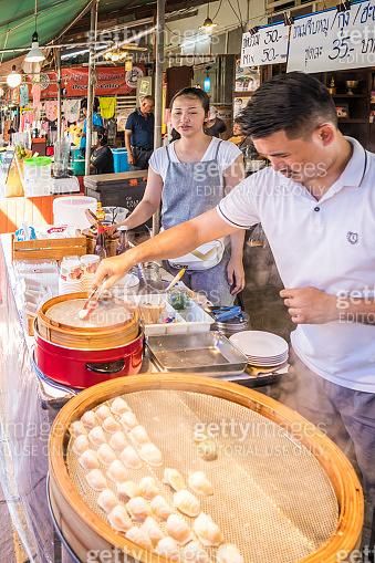 Making chinese dumpling