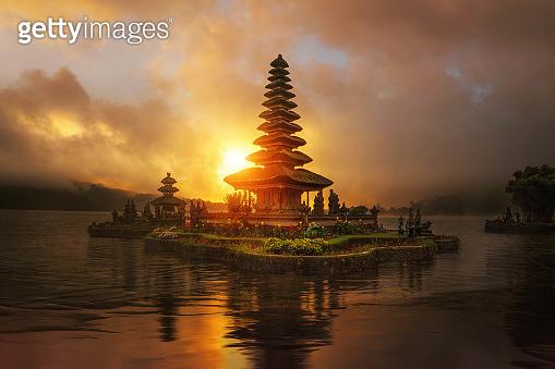 sunset in Pura Ulun Danu Bratan temple in Bali