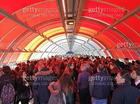 Roma - Tunnel di persone alla Nuova Fiera di Roma