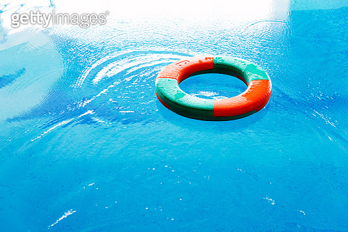 Single buoy on swimming pool