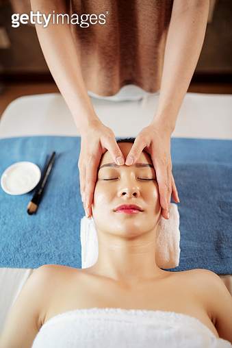 Face massage with oils