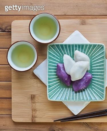 Korean food Songpyeon, half-moon-shaped rice cake, Chuseok food, green tea