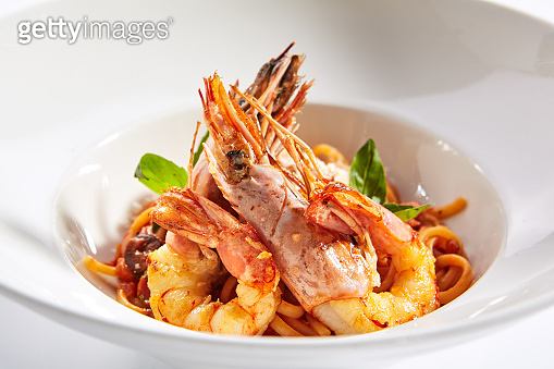 Shrimp linguine with smoked red pepper sauce