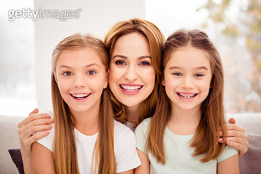Close-up portrait of nice-looking adorable cute lovable lovely winsome attractive charming cheerful cheery people mum hugging bonding pre-teen girls in house indoors